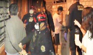 Detienen a personas que violan el toque de queda en La Victoria y en SJL