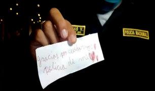 """Dos niños entregan emotivas cartas a policías: """"gracias por cuidarnos"""""""