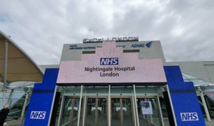 Coronavirus en Reino Unidos: príncipe Carlos inauguró hospital de campaña para afrontar pandemia