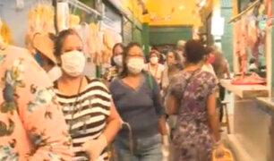 """Estado de emergencia: mujeres abarrotan mercado """"El Trébol"""" en Surco"""