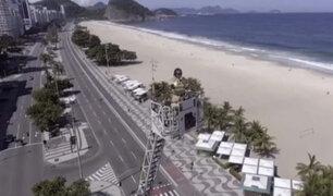 Río de Janeiro: desde una grúa, bomberos interpretan canciones para amenizar cuarentena