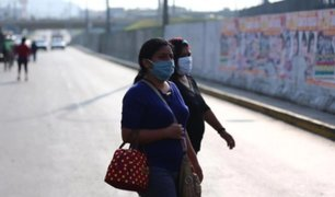 Mujeres se aglomeraron y no respetaron distancia recomendada en diversos mercados de Lima