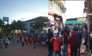 Cientos de padres de familia se aglomeraron en mercados al interior del país