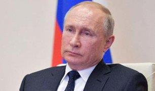 Vladímir Putin aumenta salarios de médicos rusos que atienden crisis de COVID-19