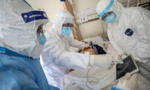 COVID-19: estudio revela beneficio al acostarse boca abajo a pacientes infectados en estado grave