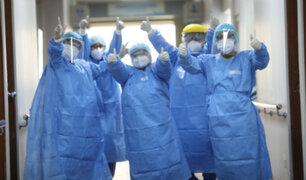 Hospital Sabogal: médicos celebran recuperación de paciente con Covid-19 tras dejar UCI