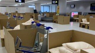 COVID-19: aeropuerto de Tokio se convirtió en hotel con camas de cartón para viajeros que esperan prueba