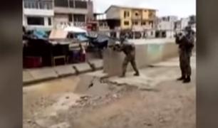 Militares hacen disparos al aire para evitar que extranjeros crucen la frontera