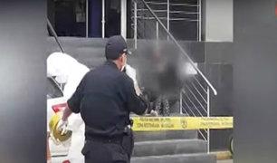 Independencia: mujer con síntomas sospechosos de covid-19 se desvanece en puerta de banco