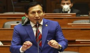 Congresista Carlos Almerí es internado en Cuidados Intensivos por COVID-19