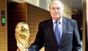 Joseph Blatter plantea cambiar sede del mundial de Qatar 2022