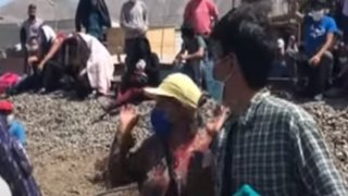 Huaycán: ciudadanos piden que les den pase para regresar a sus provincias