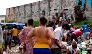 Iquitos: personas recogen alimentos de la basura