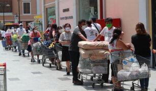 Ciudadanos saturan supermercados tras nueva cuarentena