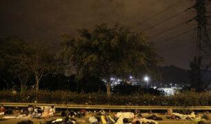 Personas que se dirigen a San Martín permanecen varadas en carretera Ramiro Prialé