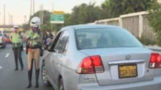 Policías realizan operativo en el Puente Atocongo