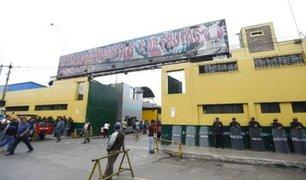La Victoria: colocan rejas en Mercado de Frutas para mantener el orden ante estado de emergencia
