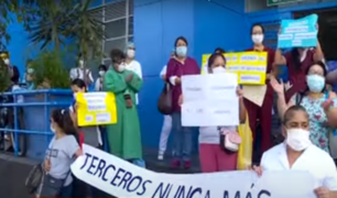 Plantón en Hospital Grau por falta de implementos de bioseguridad