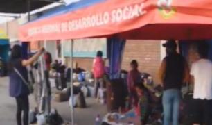 Personas continúan en los exteriores del Grupo Aéreo N°8 a la espera de vuelo humanitario
