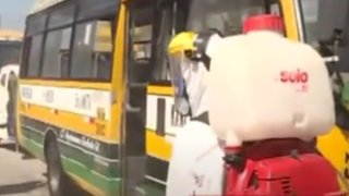 Desinfectan buses para evitar contagios de Coronavirus