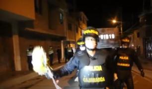 Cajamarca: agentes de la PNP cargaron ataúd que representaba al COVID-19