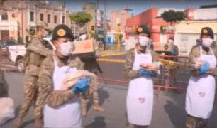 La Victoria: Ejército lleva alimentos a caminantes de la plaza Maco Cápac