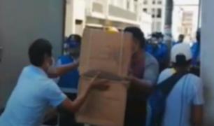 Cercado de Lima: retiran ambulantes que vendían guantes y mascarillas 'al paso'