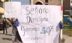 Padres exigen reducción del 50% en la pensión escolar de colegio de SJM
