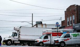 Nueva York: decenas de cadáveres son hallados en camiones de mudanza