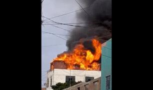 Callao: voraz incendio consumió vivienda de material noble