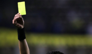 FIFA podría aplicar tarjeta amarilla a jugadores que escupan en la cancha
