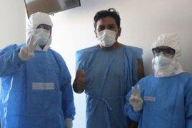 ¡Buena noticia! Bombero con Covid-19 fue dado de alta del Hospital Emergencia Ate