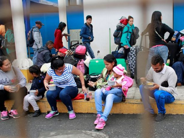 Canciller confirmó que se está gestionando bono para migrantes venezolanos