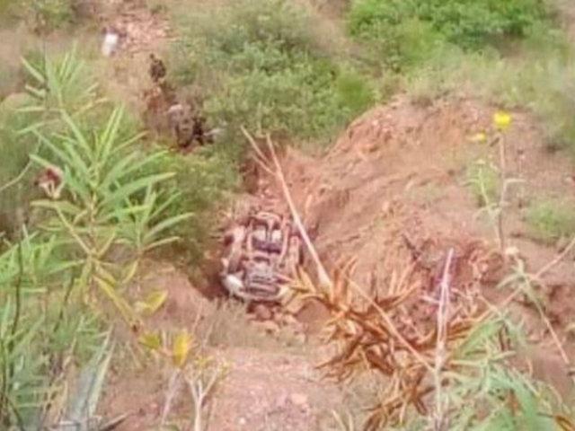La Libertad: dos muertos tras despiste de camioneta a abismo