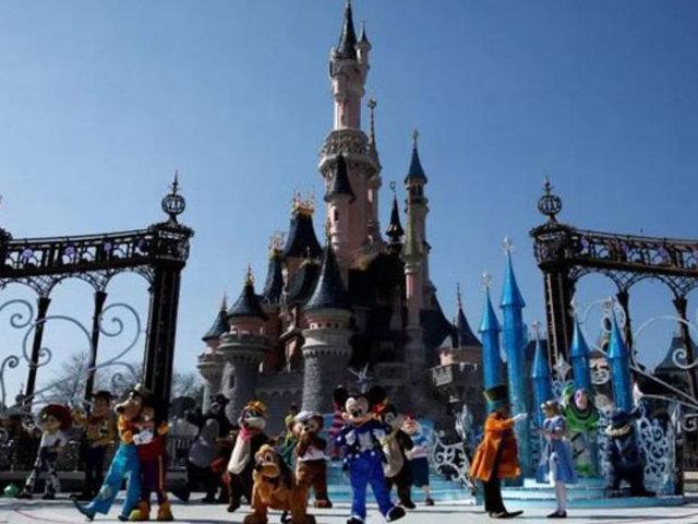 """Disney otorga """"licencia indefinida sin sueldo"""" a empleados por Covid-19"""