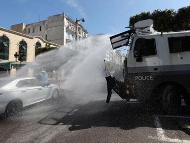 Túnez: dos sujetos se prenden fuego en protesta por aislamiento obligatorio