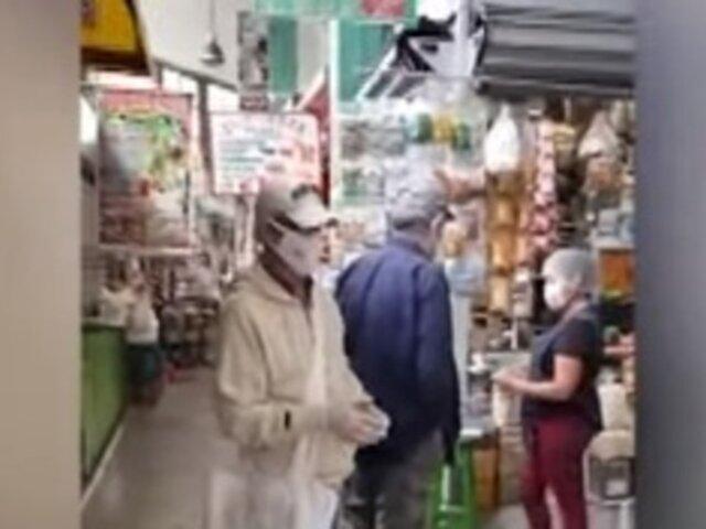 Solo hombres realizan las compras en mercado de Surquillo