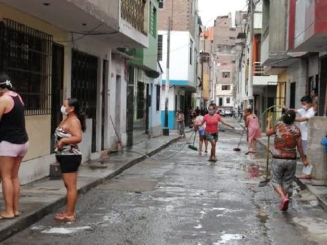 Rímac: vecinos se organizan para desinfectar casas y prevenir contagios