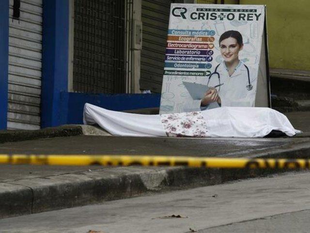 Coronavirus en Ecuador: hombre es enterrado cerca a su vivienda por sus familiares