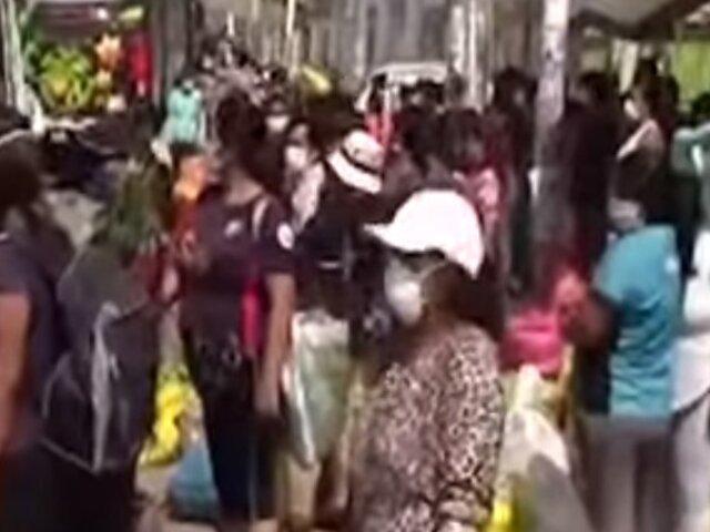 Trujillo: mujeres permanecieron afuera del mercado esperando transporte para ir a sus casas