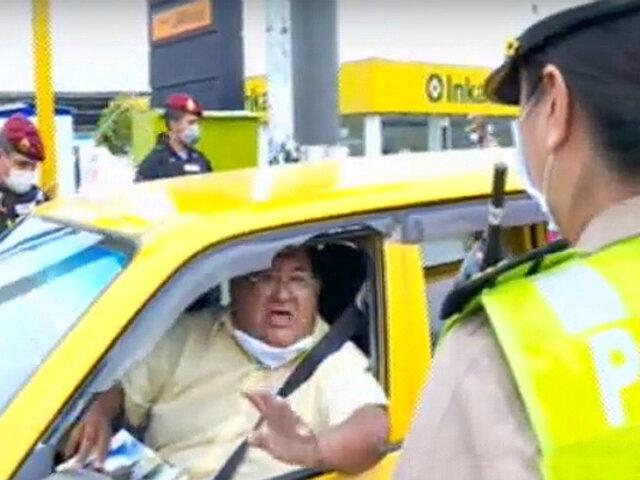 """Taxista falta el respeto a policía y le entrega revista titulada """"cómo calmar el estrés"""""""