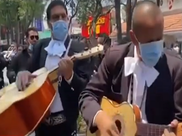 México: mariachis levantan ánimos a médicos y pacientes