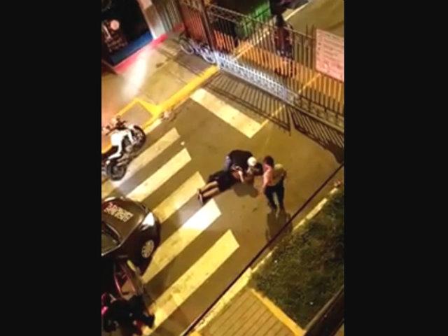 """Policía reduce enérgicamente a infractor: """"¡Mis colegas han muerto!"""""""
