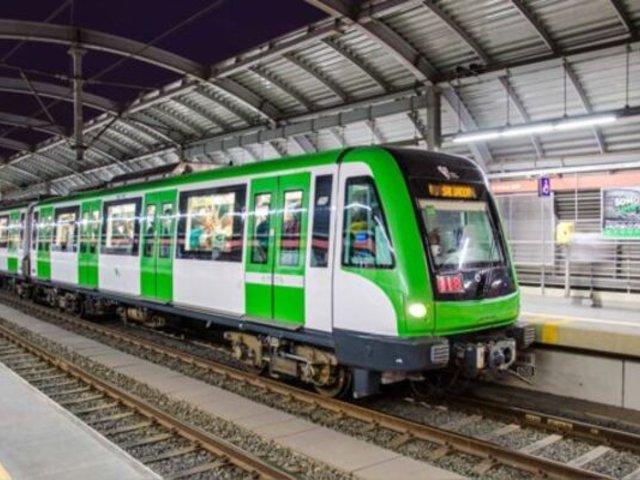 Metro de Lima funciona con nuevo horario ante masiva afluencia de público