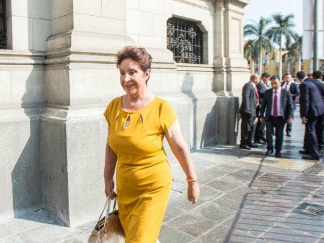 """Somos Perú: Ética debe investigar """"de oficio"""" a congresista que trabajó en su farmacia"""