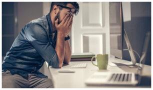 [VIDEO] Advierten que pasar mucho tiempo en la computadora podría generar insomnio