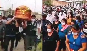 Piura: realizan multitudinario sepelio por alcalde fallecido por COVID-19