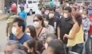 Tumbes: decenas de personas realizan colas para recoger bono
