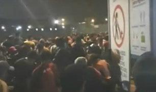 Estado de emergencia: comerciantes ingresaron a la fuerza al mercado Santa Anita