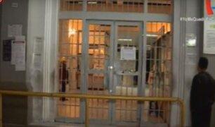 Familiares buscan información de sus parientes en el Hospital de Maternidad de Lima